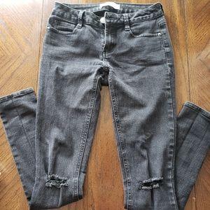 No boundaries skinny Jean's, cut knees